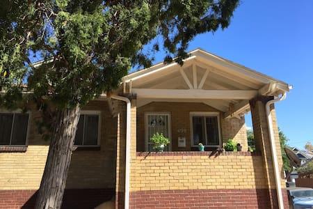 Charming duplex near Wash Park and South Broadway - Denver - Bungalow