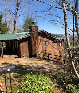 Big mountain views and close to town!