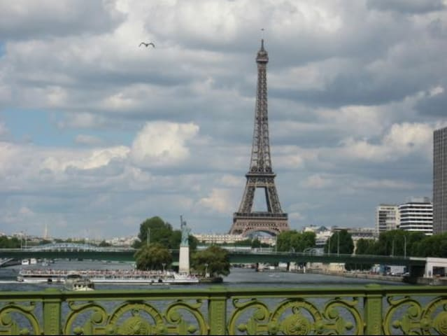 5 m from eiffel tower