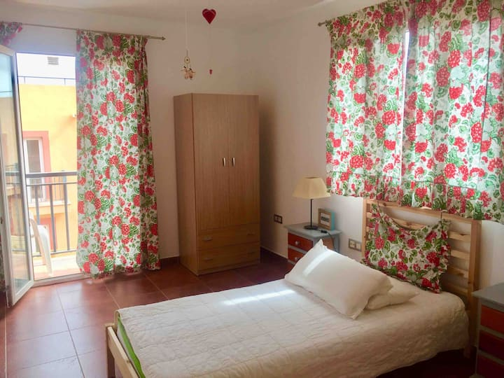 private room in house/Corralejo/WiFi /garden &Pool