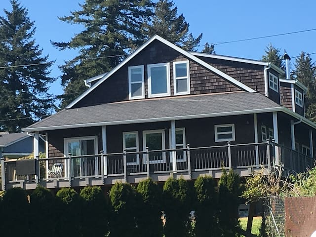 Family Friendly, Sunny Lake-View Home