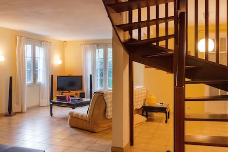 Chambre solo with relaxing garden - Cergy - House