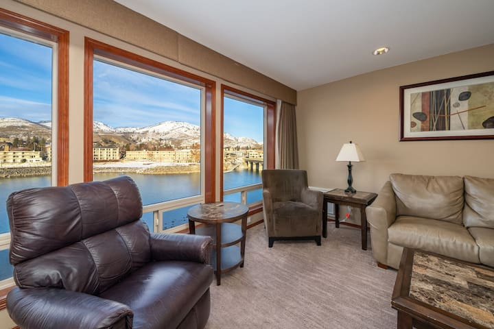 Grandview River View 640! Luxury Presidential Suite, sleeps up to 8!