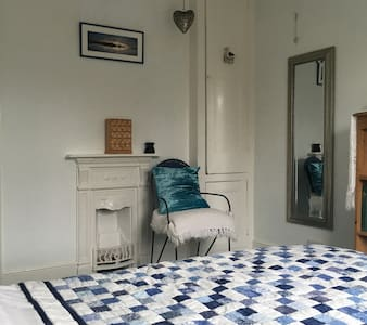A Light Double Room with sea views - Sidmouth - Hus