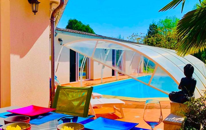 Villa Lilly 2: piscine couverte/jardin /8 chambres