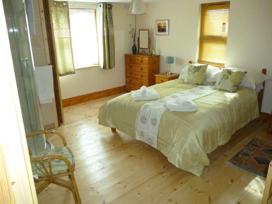 Main room bedroom.