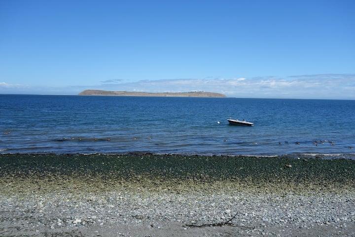 Cozy, Beachfront Cabin on Diamond Point