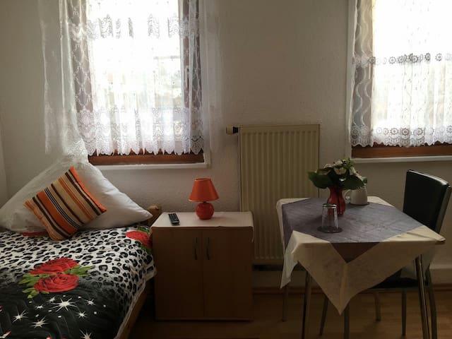 Schöne gemütliche 1 Zimmer Wohnung - Reutlingen - Hus