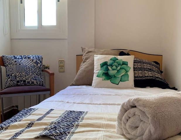 Rent a single room in Tarragona center