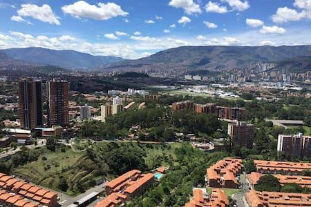 Apt 2 BR - Medellin cerca a todo - Медельин