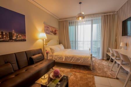 Top Luxury Studio, Pool & Balcony - Dubai - Apartemen