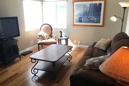 Cozy place in Long Beach - Long Beach - Condominium