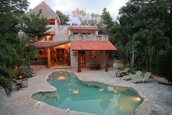 Akumal Jungle Villa 4 br, Private Cenote and pool