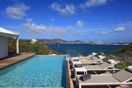 Luxury 3 Bedroom Villa @ Terres Basses lagoon view - Les Terres Basses - Hus