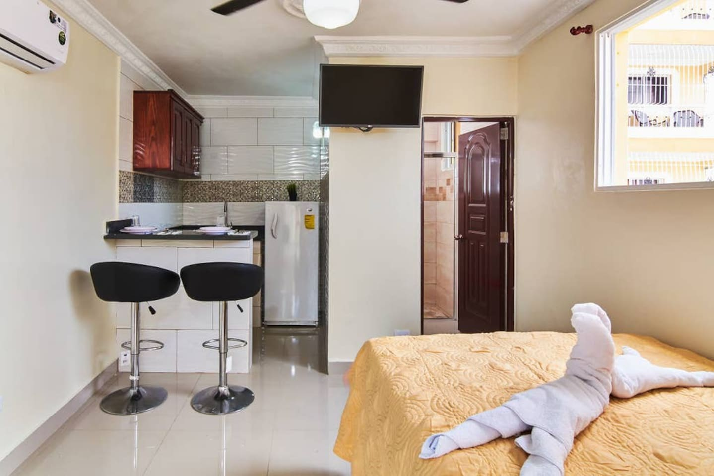 """FREE HIGH SPEED WI-FI,  FREE  A/C, 1 DOUBLE  BED,  LARGE FRIDGE, MICROWAVE, COFFEE MAKER, BREAKFAST COUNTER, SOFA, TV 32"""" CABLE,  1 BATHROOMS WITH SHOWER AND  HOT WATER,  HAIR DRYER, SAFE, IRON AND IRONING BOARD, FREE PARKING -TERRACE"""