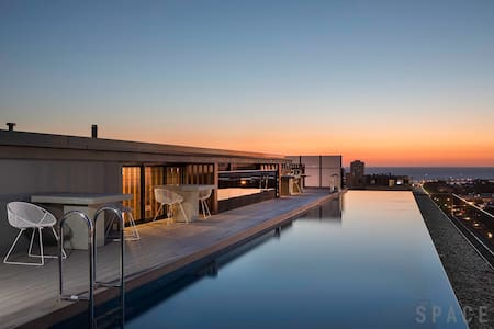 Luxurious Living, Infinity Pool and Melb's Skyline - St Kilda - Apartment-Hotel