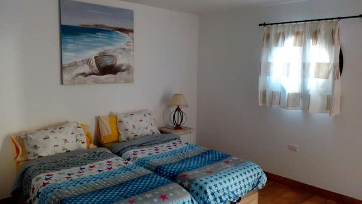 Habitación privada con baño y terraza junto al mar