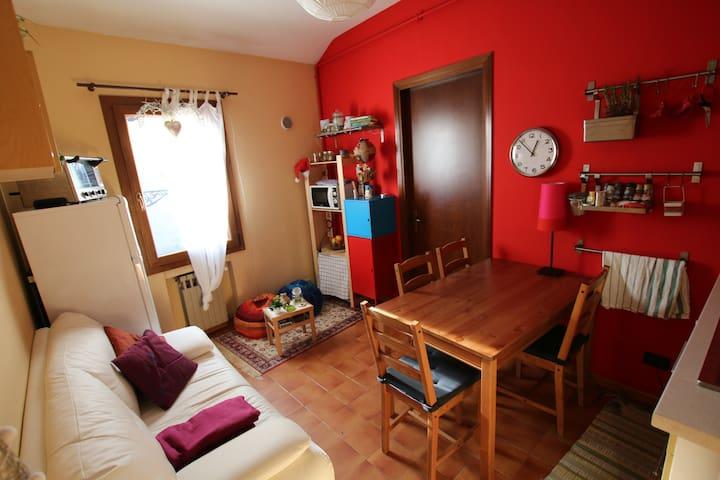 Coloured&Cozy apartment in Padua - Pàdua - Pis