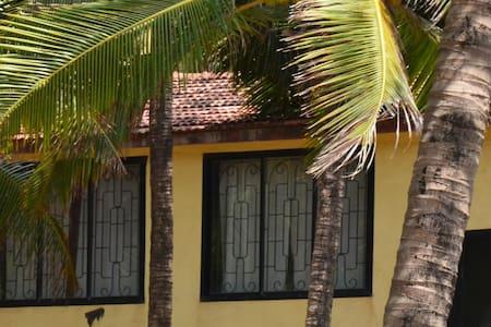 Дом с 3-мя спальнями у пляжа Ашвем - Pernem