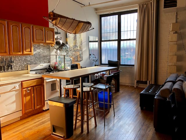 Private Rm in Cozy Wburg Loft, 1 blk fr Bedford L