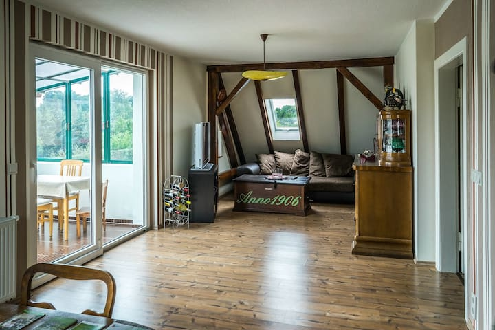 Schickes Dachgeschoss Appartment ca. 80m²