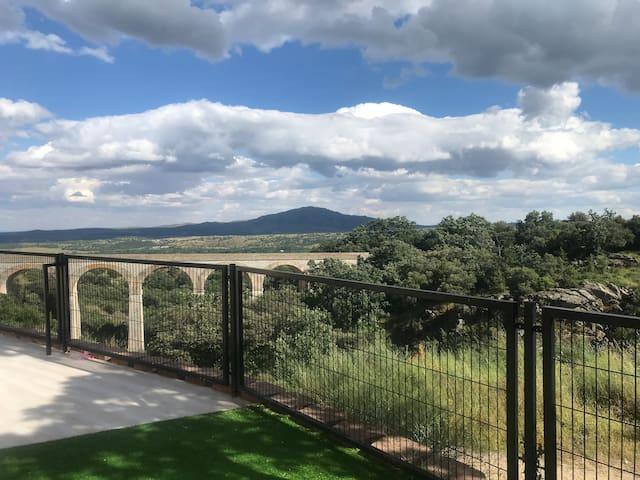 Chalet pareado con las mejores vistas y jardín