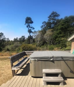 Family Friendly House with Hot Tub! - Fort Bragg - Casa