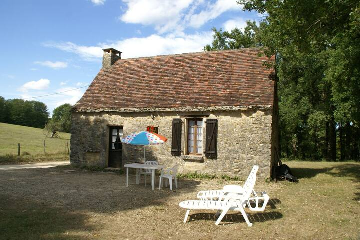 Quaint Holiday Home in Berbiguières near the Forest