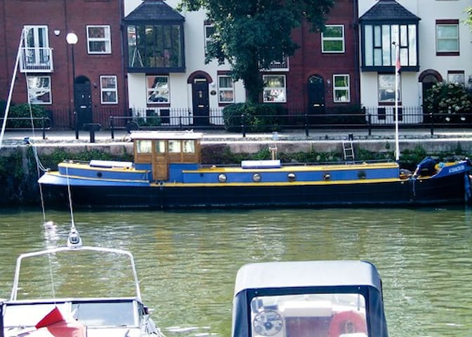 M.V.Audacious. Spacious Dutch Barge style widebeam