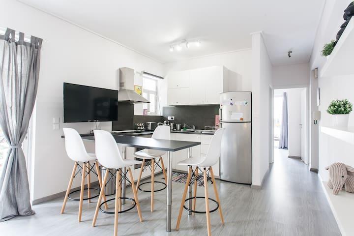 Bright & Stylish Apartment in Varkiza