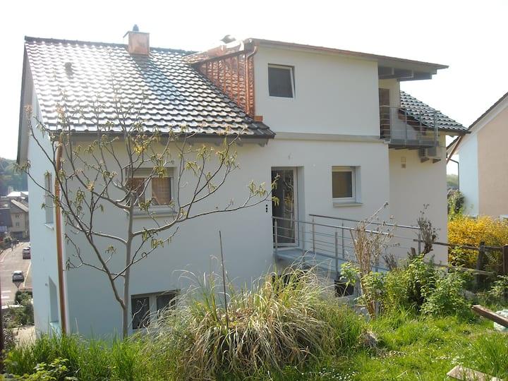 Dachgeschosswohnung mit Blick zum Kandel, Feldberg