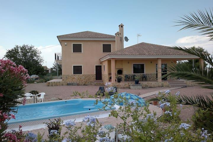 Freistehende Villa mit eigenem Pool für große Familien und Gruppen bis 12 Personen