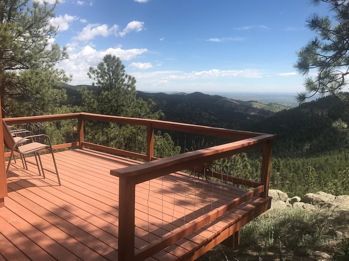 Private Mountain Retreat, while 10 mins from town