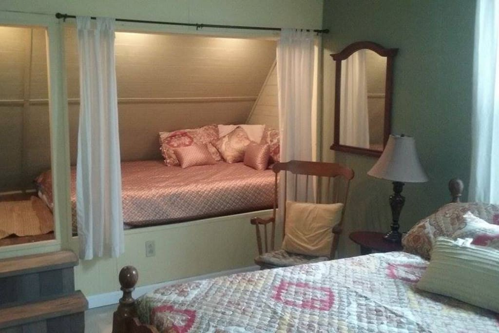 Our pet friendly suite with full and queen bedroom, pvt bath in historic house built in 1909