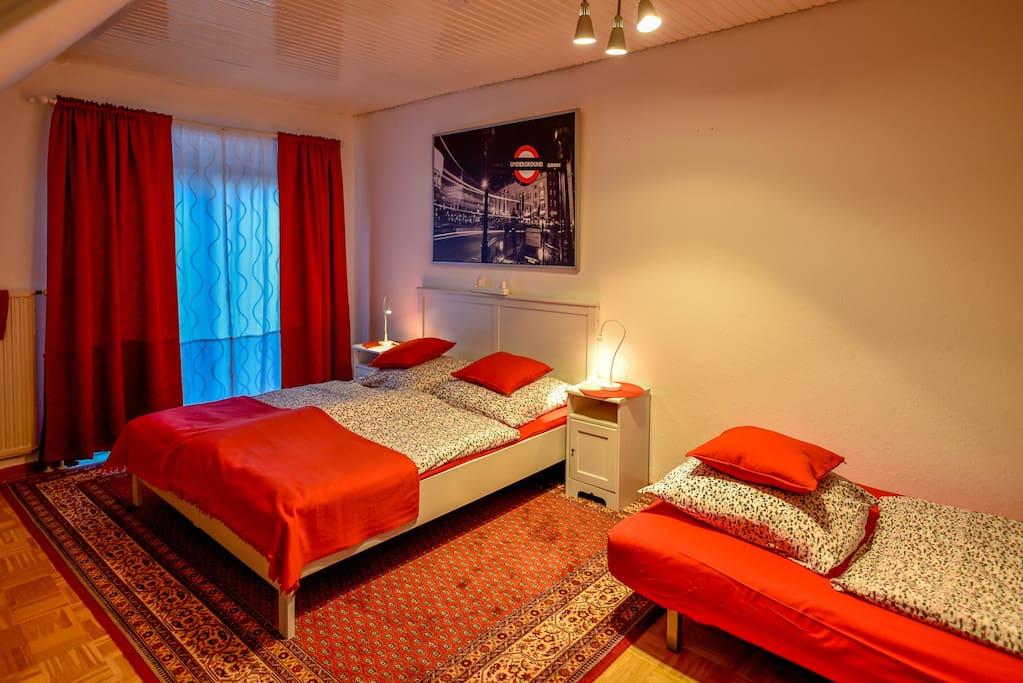 Doppelbett plus Schlafcouch für 1-2