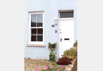 Fabulous Coastal Cottage In Portland, Dorset