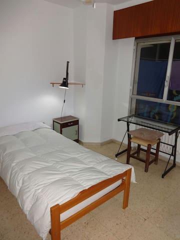 Habitación privada en el centro - Albacete