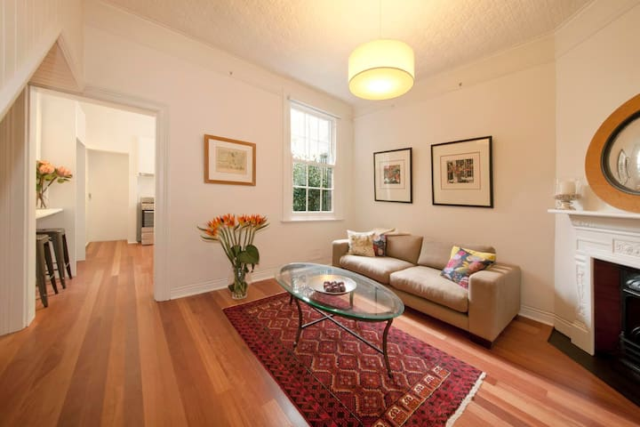 Divine Early-Sydney Home - The Rocks