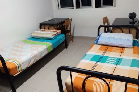 (2 bedder room) Students' hostel 3 mins from NUS
