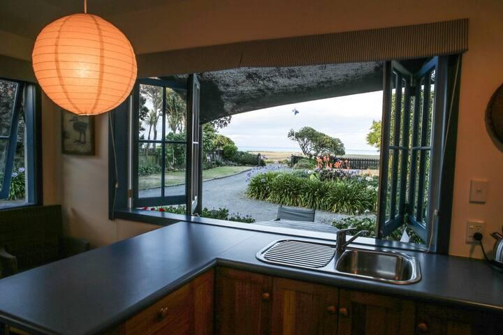 Lagoona Studio, seaside Te Awanga .