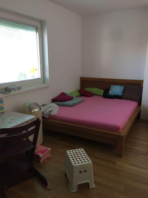 Doppelbettzimmer 1.Stock inkl. Kinderschreibtisch