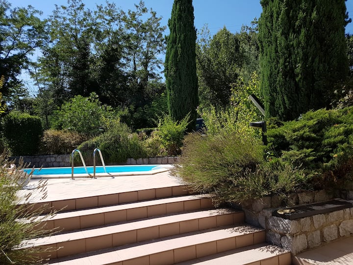 Villa with swimming pool in southern Ardèche