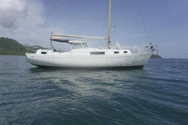 Beautiful Sailboat in Guna Yala