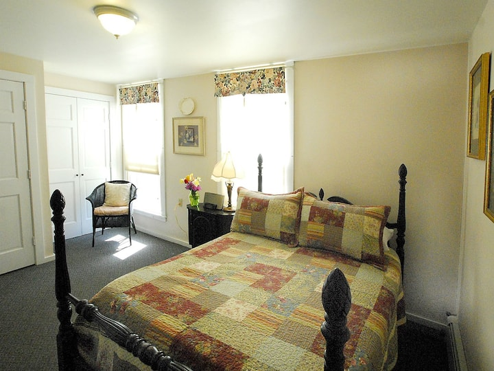 The Evesham Room at The Brewster Inn B&B