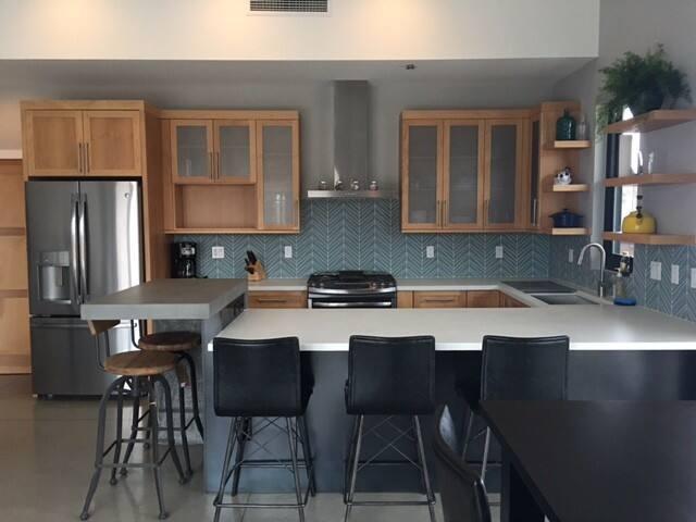 Modern cozy gem one block up from downtown Durango - Durango - Appartement