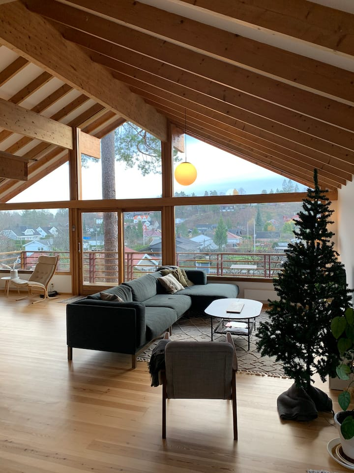 Bright 1970s gem, near the water & close to Oslo