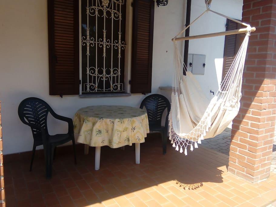 Un angolino tranquillo per due chiacchiere o una colazione all'aperto