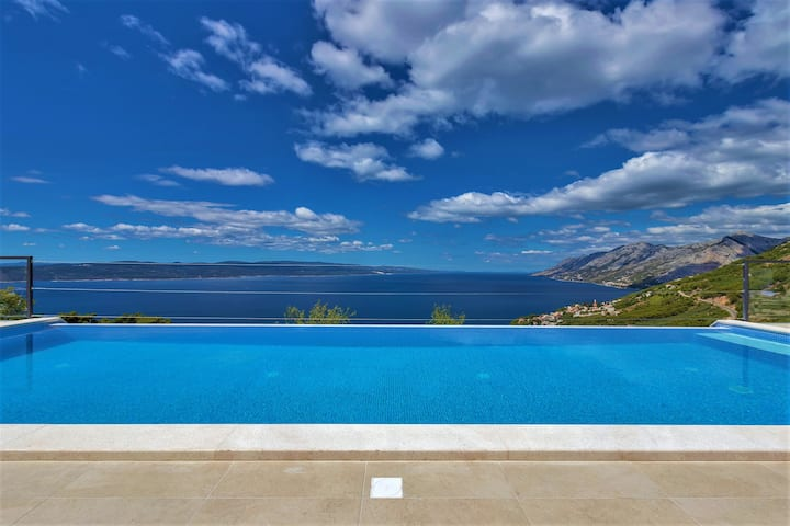 Villa Skyview with 44sqm infinity pool, sea view