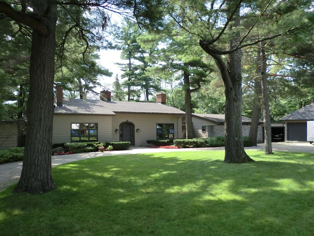 A Truly Magnificent Retreat Destination - Brockville - Bungalow