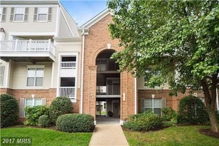 Clean Condo w/ 2 Mstr Bedrooms Near Dulles Airport